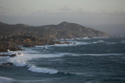 23 04 2008 - - Santa teresa di Gallura (ITA, Sardaigne) -  Mistral gale on the west coast of Testa Cape