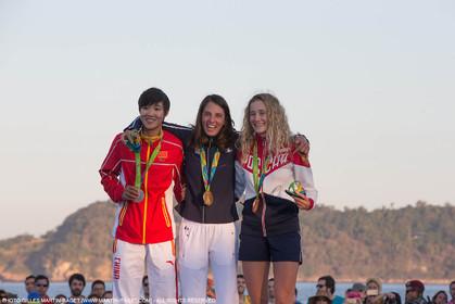 14 08 2016, Rio de Janeiro (BRA), 2016 Olympic Games, Sailing, RSX Women medal ceremony, Peina Chen (CHI), Charline Picon (FRA), Stefania Elfutina (RUS)