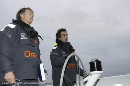 Trophée Jules Verne - Lorient - 30 12 04 - Orange II - Entraînement - A bord - Roger Nilson - Bruno Peyron + Roger Nilson -