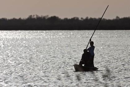 09 04 2011 - Les Saintes Maries de la Mer (FRA,13) - Canoe in Camargue pond