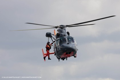 20 04 2010 - Lanveoc Poulmic - French Naxy Grand Prix - Heli rescue demo