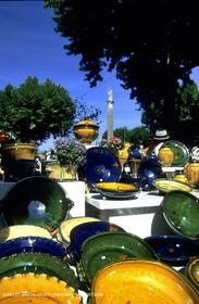 Apt market poteries