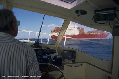 Monde maritime, opérations porturaires, ports, manoeuvres, marine world, harbour operations, maritime shipping,