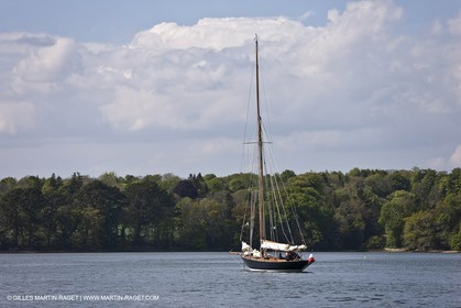 19 05 2010- Benodet (FRA,56)  -  Pen Duick sailing in Odet river