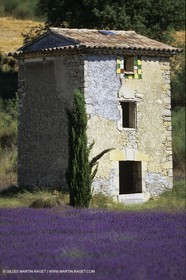 Landscapes and villages of Luberon national Park (FRA,04)