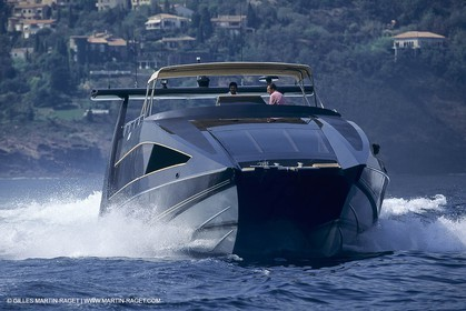 Powerboating, super yachts