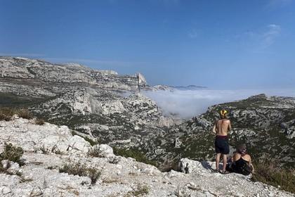 06 08 09 - Marseille - La neble - Brouillard sur les calanques et îles de Marseille